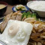 おふくろ食堂 - 焼肉定食(豚。850円。