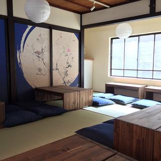 京町家を改装した雰囲気も大切にしたお店です