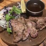 肉バルブッチャーズ 八百八 - 定番!牛タン ¥990