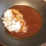 ラ・ターチ - 神戸ビーフのコンソメと稲見町のトマトのカレー