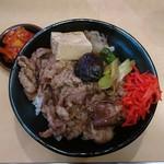83320932 - 牛すき焼き丼上 肉一人前890円