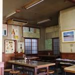 山田屋 - 奥にもテーブル席