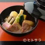 夕月亭 - 柔らかい鴨肉と季節ごとに変わる食材を、とろみのある餡が包み込んだ『鴨の治部煮』