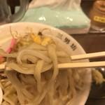 濃厚タンメン三男坊 - 力強い麺