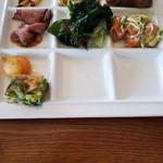 Ocean table - サラダ、チヂミ、ローストビーフ、おさつバター、パンなど