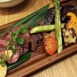 83324591 - 肉2種と有機野菜り合わせ