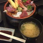 入船 - 料理写真:海鮮丼