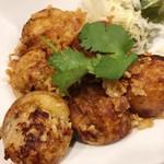 タイ料理 yummy bar - 「タイ味たこ焼き(グリーンカレー&ガパオの味)」(400円)