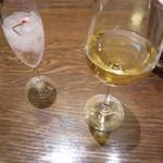 グリルキャピタル東洋亭 あべのハルカス店 - 白ワイン、桜のドリンク