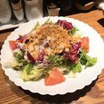 焼鳥 ごん - チーズたっぷり温玉サラダ