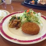 加里部 - 本日の日替わりランチ(720円+税)…豚肉となすのピリ辛炒め&野菜コロッケ