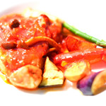 83327766 - ランチプレート 1771円 の鶏肉としめじ茸のトマト煮