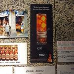 恵比寿18番 - スペインの街角の写真も壁を彩っていました