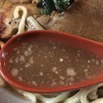 ラーメン ヤスオ - 【2018.3.24】鶏ガラスープに鰹粉を効かせたスープ。