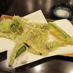 手打ちそば くら家 - 「春野菜天ぷら」