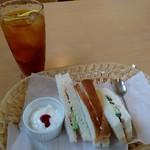 カフェツイン - 料理写真:アイスティーのCセット(380円)