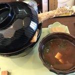 天ぷら かわ清 - 上天丼 フタを開ける前