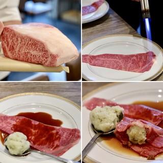 焼肉・冷麺 二郎 本店 - 神戸牛優秀賞A5 BMS10炙りサーロインユッケ
