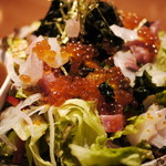 肉BAR×ビストロ・完全個室 カルネ - 本日のぶつ切り鮮魚の海鮮サラダ