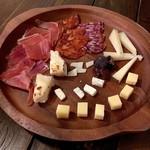 iL MONTE - 生ハムとチーズの盛り合わせ