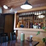 レストラン やましろ - テーブル席から奥の客室を見る。
