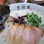 金田家 - 黒豚ラーメン。