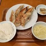 紅虎餃子房 - 大餃子定食・6個(864円)