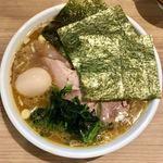 家系ラーメン 村西家 - チャーシュー麺(中)、味付玉子トッピング