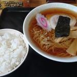 おそばの源さん - 料理写真:ラーメン500円(ネギ抜き)+半ライス100円