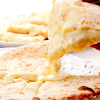 タンドール釜で焼く人気のチーズナン&タンドリーミックスグリル
