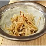 いわし料理 すゞ太郎 - ウドの金ぴら 550円 ウドの風味が絶妙に生きているきんぴら。ウマシ!