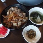 炙り家 ふじ仙 - 料理写真:和食板前の牛丼並580円