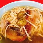 粉工房 イケ麺 - 宇宙一辛い沖縄そば コスモ(880円)下に具材が潜ってます