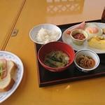 ダイニング・オウル - 料理写真:朝食バイキング750円