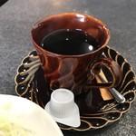 83387916 - ブレンドコーヒーは苦味の効いた…普通に美味しいコーヒー                       ¥400