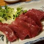 桜鍋 吉し多 - 桜肉の刺身(赤身)