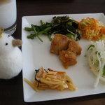 ゴールデンクローバー - ランチのお惣菜バイキング