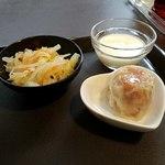 冠龍食府 - 漬物と焼売、杏仁豆腐