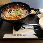 冠龍食府 - 坦々麺には焼売、漬物、ご飯、杏仁豆腐が付く