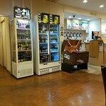 サクラカフェ幡ヶ谷 - 世界のビールは常時40種類以上