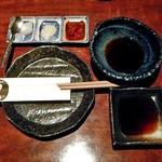 餃子日和わらん 越後のわらやき家 - テーブルセッティング