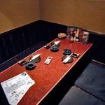 餃子日和わらん 越後のわらやき家 - 個室の座卓席