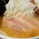 麺屋 雷神 - チャーシューは脂身が多い