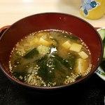 まんじ - 出汁の効いたお味噌汁