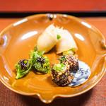 虎屋 壺中庵 - マナガツオのスモーク、分葱  蕗の薹の田楽  アスパラガスの鯛皮巻き