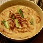 83395743 - 揚げ麺のせカレーヌードル