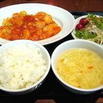 紅虎餃子房 - 料理写真:エビチリソース定食