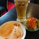 シタラ - 生ビール・パパド・サラダ。
