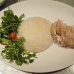 83406146 - 海南鶏飯 並盛り(パクチー増量)