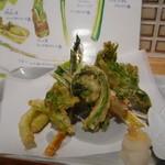 昇 - 料理写真:山菜天ぷら